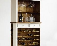 Bodde komoda s policemi na víno