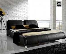 Auch černá postel