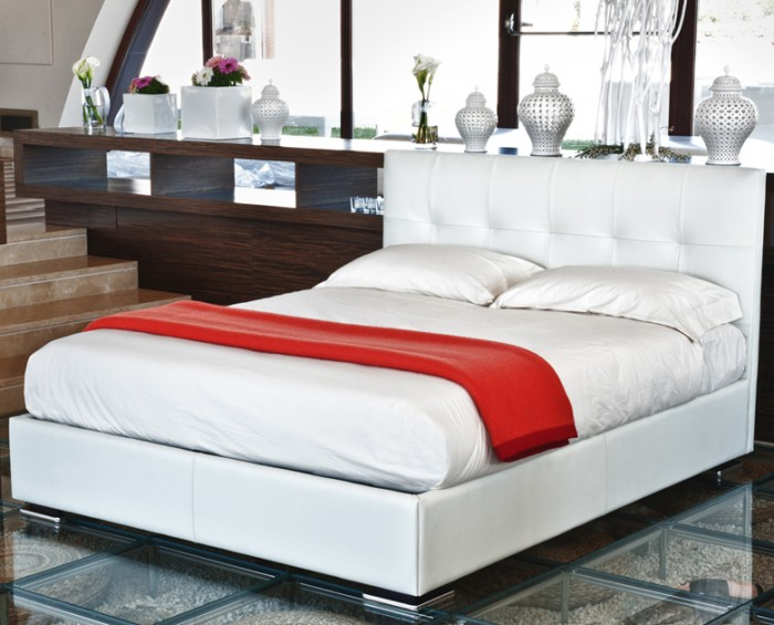 Smith čalouněná postel